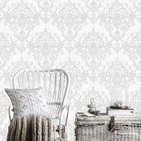 Tapeta ze srebrnym ornamentem na białym tle