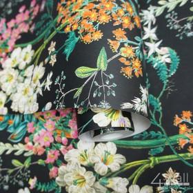 Czarna tapeta w pomarańczowe różowe i białe kwiaty Vintage