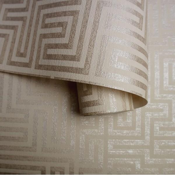 Złota tapeta 3D metalizowana na ścianę w geometryczny wzór labirynt flizelinowa