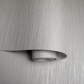 Szara tapeta metalizowana przeplatana srebrnymi nićmi nowoczesna