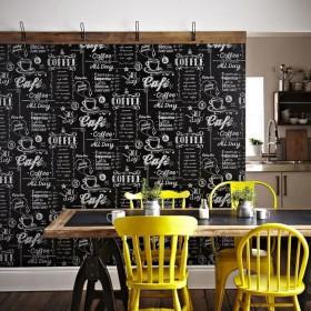 Czarna tapeta do kuchni jak tablica z napisami