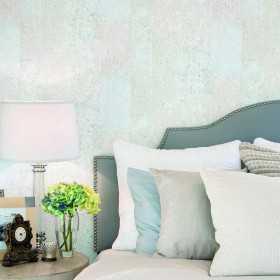 Niebiesko turkusowa tapeta za łóżkiem na jednej ścianie w salonie lub sypialni aranżacje