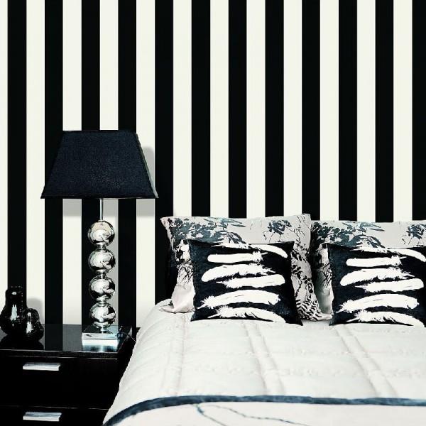 Tapety w czarno białe pasy do sypialni winylowe