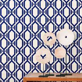 Granatowo białe tapety we wzór geometryczny do jadalni i salonu