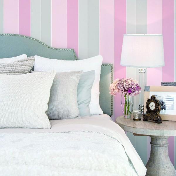 Tapety ścienne w różowo szare pasy do pokoju i sypialni aranżacje
