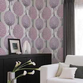 Tapety w salonie na jednej ścianie za łóżkiem w fioletowe drzewa nowoczesne