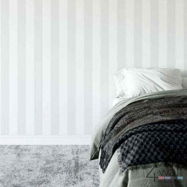 Skandynawska tapeta ścienna w biało szare pasy do sypialni aranżacje i pomysły