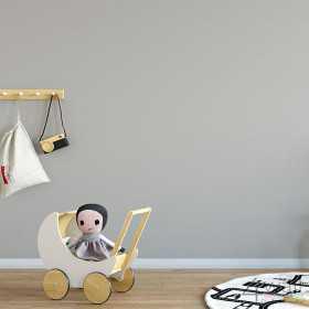 Szara tapeta w białe groszki do chłopięcego pokoju dziecka