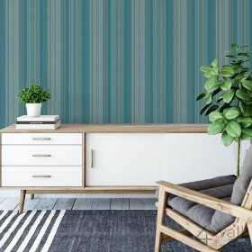 Niebieska tapeta ścienna w wąskie paski do salonu