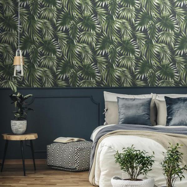 Zielona tapeta tropikalna w palmowe liście - zmywalna, na flizelinie, aranżacja sypialni