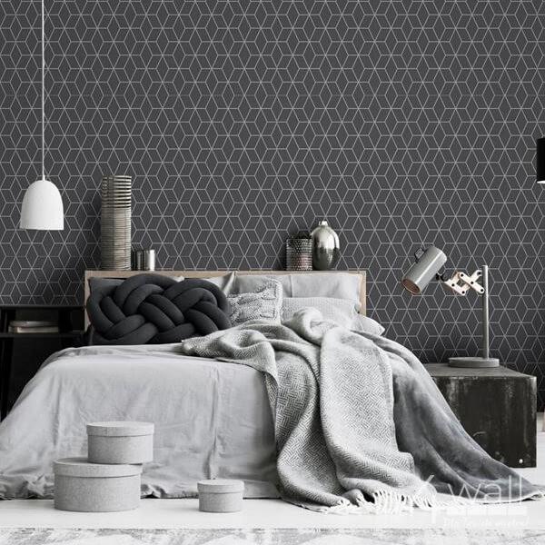 Geometryczna tapeta do sypialni w srebrne linie na szarym tle