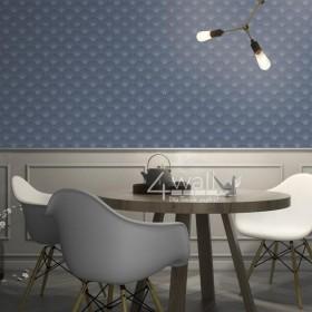 Granatowa tapeta w geometryczne wzory w salonie - aranżacje