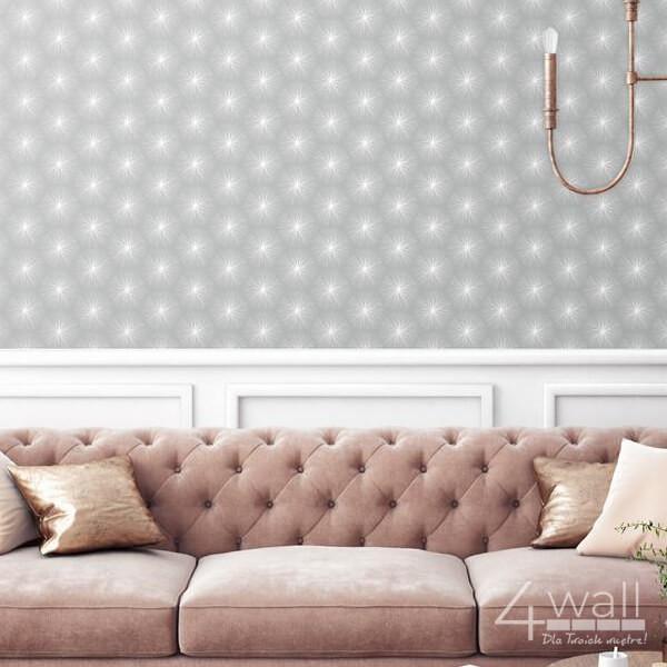 Szara tapeta w białe wzorki aranżacje salonu